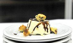 Il dessert: bavarese di panettone con salsa al cioccolato (Stefano Gallo con cuoca romena)