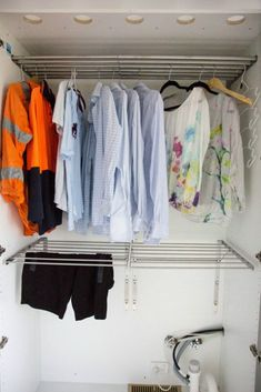 How Long Will Your Clothes Last Before They Wear Out? Caring for your clothes makes a difference - install a drying cupboard Drying Cupboard, Laundry Cupboard, Laundry Room Storage, Cupboard Storage, Boot Room Utility, Utility Room Designs, Drying Room, Laundry Room Layouts, Clothes Drying Racks