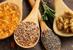 Omega 3 Rich Foods: Beyond the Sea. Great article on vegan/vegetarian sources for fatty acid Vegan Omega 3 Sources, Omega 3 Foods, Heart Healthy Snacks, Healthy Tips, Healthy Foods, Vegan Egg Substitute, Fish Varieties, Fatty Fish, Spirulina