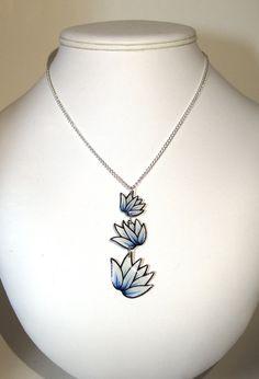 Triple collier Shrinky Dink Lotus bleu