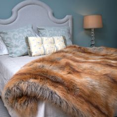 Home decor - luxury faux fur throws. Faux Fur Rug, Faux Fur Blanket, Faux Fur Throw, Fur Decor, Fur Bedding, Country Bedding, Home Decor Bedroom, Bed Spreads, Shag Rug