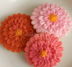 tutorial Cookies with Character: Zinnia Flower Cookies Fancy Cookies, Iced Cookies, Cut Out Cookies, Cute Cookies, Frosted Cookies, Cookie Frosting, Royal Icing Cookies, Cookie Pops, Cupcakes