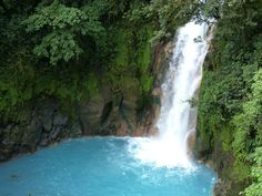 We have been collecting numerous reasons that might explain the Fascination about Costa Rica and why this country is definitely worth a visit.