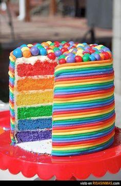 TORTAS: Torta multicolor con rocklets. Riquísima!! Aunque nunca la comí -___- Desearía comerla!