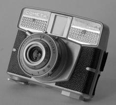 Strano, no? Dopo tantissimi modelli denominatiComet, a un certo punto, era il 1960, la Bencini decise di mettere in produzione un modello con il nome Cometa. Rimarrebbe il dubbio che in fatti si …