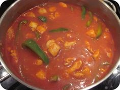 Chili con pollo Thai Red Curry, Soup, Dinner, Fruit, Ethnic Recipes, Chili Con Carne, Chicken, Dining, Food Dinners