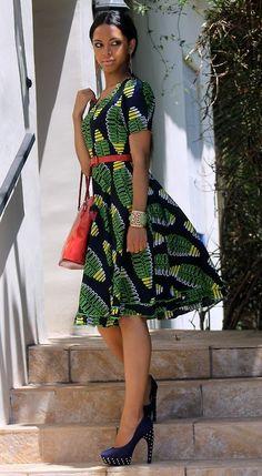 Classique, élégante dans un beau tissu africain! I love it ;)