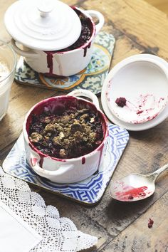 (vegan) berry buckwheat crumble- gnom-gnom.com