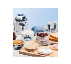 Cool Star Wars gifts for kids ... what kid wouldn't love an R2D2 bento lunch box?