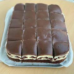 Romanian Desserts, Romanian Food, Yummy Treats, Delicious Desserts, Cookie Recipes, Dessert Recipes, Mango Cake, Sweet Tarts, Food Cakes