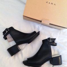 shoes zara little black boots boots black- loooove Sock Shoes, Cute Shoes, Me Too Shoes, Shoe Boots, Shoes Heels, Pumps, Shoe Bag, Zara Heels, Zara Boots