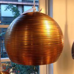 Oh we love! Kopparfärgad taklampa 1.150kr #habitatsverige #koppar #copper #taklampa #lampa #lamp