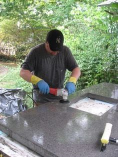 Outdoor kitchen Worktop - Concrete Countertops for the Kitchen a Solid Surface on the Cheap. Concrete Projects, Outdoor Projects, Home Projects, Villa Design, Design Hotel, Home Renovation, Home Remodeling, Remodeling Contractors, Küchen In U Form