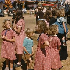These five sisters are wearing the same dress, homemade from feed sacks, to the Vermont State Fair in Rutland in September 1941 Library of Congress color photos show American children in the Old Photos, Vintage Photos, Vintage Photographs, Horror House, Great Depression, Feed Sacks, London Photos, Thats The Way, Illustrations