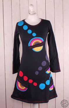 Kleid/Longshirt    aus elastischer    Baumwolle    Applikationen:Rainbow      Design: Ganja-la  Hergestellt in Nepal für Ganja-la