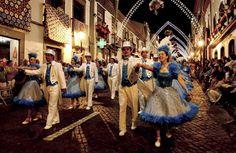 Não perca este ano as Sanjoaninas, uma das mais coloridas festividades dos Açores! Com as novas ligações aéreas aos Açores, não vai querer perder esta promoção especial da Bensaude Hotels, que combina carro e uma estadia no Terceira Mar Hotel, em estilo resort, a poucos minutos de onde tudo se passa ;)