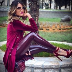 Stunning, elegant, and sophisticated leather and latex outfits and the women who wear them. Sexy Outfits, Pretty Outfits, Legging Outfits, Vinyl Leggings, Leggings Are Not Pants, Fetish Fashion, Latex Fashion, Pantalon Vinyl, Lederhosen Outfit