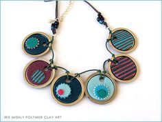 Imagen de http://www.onlinejewelryclass.biz/wp-content/uploads/2014/01/polymer-clay-disc-chic-necklace-flickriver-105314.jpg.