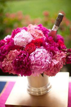 Colocar flores do cooler de bebidas deixa o ambiente do seu bazar muito mais bonito!