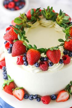 Easy Homemade Cake, Homemade Cake Recipes, Best Cake Recipes, Easy Fruit Cake Recipe, Berry Chantilly Cake, Chantilly Cream, Chantilly Cake Recipe, Cake Decorated With Fruit, Decorated Cakes