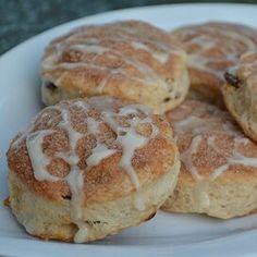 Cinnamon-Raisin Yogurt Biscuits Sour Cream Biscuits, Fluffy Biscuits, Oatmeal Biscuits, Cinnamon Biscuits, Easy Drop Biscuits, Homemade Biscuits, Yogurt Biscuit Recipe, Baking Powder Biscuits