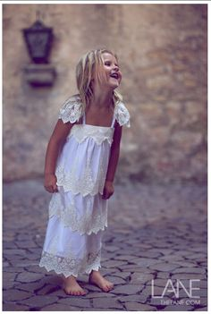 Must find this flowergirl dress for little Anna! She would be precious in it:)