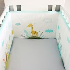 """Бортики(бамперы) для кроватки """"Жираф"""".  Параметры: бортики состоят из 2-х полотен, размер одного полотна: 180х40 см, полный периметр покрытия составляет 360х40 см. Благодаря вставкам 5 см на сгибах, бортики подходят как для прямоугольных кроваток размером 120х60 см, так и для - 125х65 см. Толщина внутреннего наполнителя 3 см.  На бортиках предусмотрены завязки для крепления изделия к кроватке.  #бортикидлякроватки #бамперыдлякроватки"""