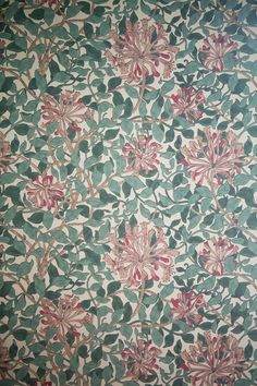 Annacate lives here 4 - elisabeth dunker William Morris Honeysuckle William Morris Wallpaper, Morris Wallpapers, William Morris Tapet, Textiles, Textile Patterns, Print Patterns, Wall Wallpaper, Pattern Wallpaper, Arts And Crafts Movement