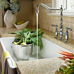 Farmhouse Sink for a Cook's Kitchen Serious cooks love the practicality a farmhouse kitchen sink provides. Countertops clean up in a snap?just wipe them down, brushing crumbs and other food debris directly into the sink.