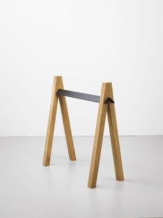 Slot Trestle is a minimal design created by Vienna-based designer Klemens Schillinger. Since graduating from the Royal College of Art he has been working as a freelance designer for various design studios as well as carrying on with his own work. Healthy Dog Treats, Healthy Foods To Eat, Healthy Snacks, Diy Furniture, Furniture Design, Small Furniture, Plywood Furniture, Timber Furniture, Furniture Projects