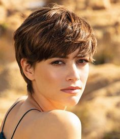 Ces coupes de cheveux que lon verra partout en 2020 - Page 15 - Grazia. Asian Short Hair, Short Hair Cuts, Shaggy Pixie Cuts, Oval Face Haircuts, Short Hair Trends, Pixie Hairstyles, Short Pixie Haircuts, Grunge Hair, Great Hair