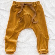 voici un beau modèle de pantalon mou.