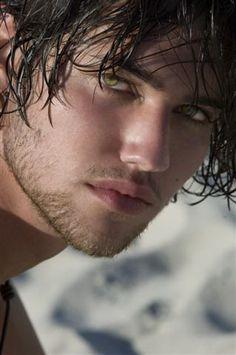 Black Hair Green Eyes Male Model Most Popular Ideas Green Hair, Green Eyes, Male Eyes, Gorgeous Eyes, Amazing Eyes, Male Beauty, Cool Eyes, Dark Hair, Pretty Face