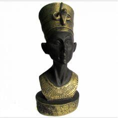 Nefertiti Busto em resina 9cm <br>Produzido em resina com inscrições egípcias em baixo relevo. <br>Fabricação Artesanal em Resina <br>Foto ilustrativa. Pode ocorrer pequenas variações de cores,peso e tamanho, devido à pintura e o produto ser artesanal.