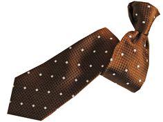 Krawatte DYLAN in Braun aus der aktuellen SONJA KAMPY-Kollektion. Material: Italienische Seide, Dessin: Punkte zweifarbig auf gemusterten Fond. Jetzt online kaufen! Dandy, Business Outfit, Material, Fashion, Neck Ties, Dots, Get Tan, Red, Moda