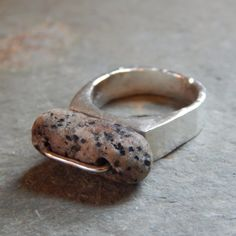 Rockin' Beach Stone Ring granite pebble rock от thegildedlilystore