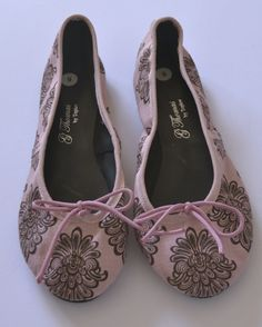 Beautiful fabric ballet pumps Handmade with love from Cape Town. Made from cotton/satin fabric Brown Floral, Pink Brown, Pink Pumps, Satin Fabric, Cape Town, Ballet, Flats, Cotton, Handmade