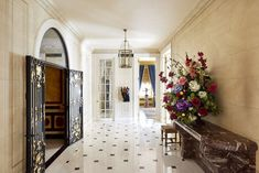 The pad was redesigned by Peter Marino New York Apartments, Apartments For Sale, Pantone, Home Design, Interior Design, Manhattan Apartment, Entry Hallway, Park Avenue, Elle Decor