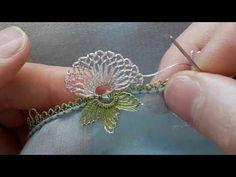 KOLAY İRİ ÇİÇEĞİN YAPIMI NI ANLATIM en yeni iğne oyaları - YouTube Hand Embroidery Videos, Hand Embroidery Stitches, Ribbon Embroidery, Crochet Stitches, Crochet Flower Patterns, Crochet Flowers, Sewing Patterns, Lace Making, Flower Making