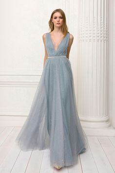 Jenny Packham Pre-Fall 2018 Lookbook, Runway, Womenswear Collections at TheImpression.com - Fashion news, street style, models, accessories