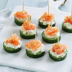 Smoked Salmon Tartare - a delicious easy elegant appetizer recipe that takes 10 minutes to make! Serve with rice crackers and cucumber rounds. Canapes Salmon, Smoked Salmon Appetizer, Salmon Tartare, Snacks Für Party, Appetizers For Party, Appetizer Recipes, Tapas, Cucumber Bites, Cucumber Snack