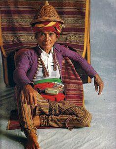 Tribal Beauty Philippine Culture and Identity in Traditional Woven Clothing Botbot Kalinga Apayao Southern Kalinga Paracelis Mt Prov. Philippines Culture, Philippines Dress, Philippines Country, Filipino Tribal, Filipino Art, Tribal Costume, Filipino Culture, Culture Clothing, Filipiniana