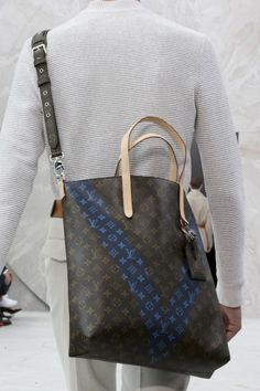 Louis Vuitton Handbags one day! One day i will have my own louis collection. Louis Vuitton Handbags, Louis Vuitton Speedy Bag, Vuitton Bag, Satchel Handbags, Stylish Men, Stylish Outfits, Looks Style, My Style, Fashion Lookbook