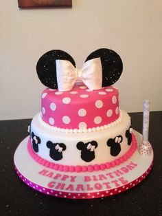 Pink Minnie Mouse and cupcakes - by Donnajanecakes @ CakesDecor.com - cake decorating website