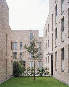 BDA Hamburg Architekturpreis Modern Architecture Design, Commercial Architecture, Facade Architecture, Modern Buildings, Residential Architecture, Modern Courtyard, Brick Facade, Facade House, Building Facade