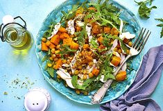 Mexicaanse kipsalade Crispy Potatoes, Mashed Potatoes, Oven Dishes, Sweet Potato Recipes, Cobb Salad, Stew, Hamburger, Vegetables, Food