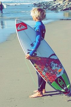 Love that surf hair look but don't surf every day? Even if you're a regular surfer it's nice to have some product to put in your hair to give it some body and Boys Surfer Haircut, Blonde Jungs, Blonde Boys, Blonde Hair, Men's Hair, Surf Boy, Boy Cuts, Beach Kids, Boy Hairstyles