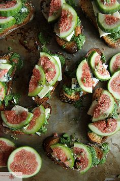 Fig Crostini with Arugula Pesto, Blue Cheese and Fresh Figs
