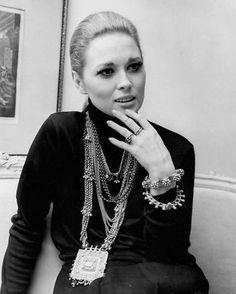 Faye Dunaway #vintage #chunky #jewelry