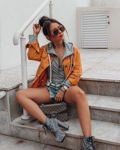 Image may contain: one or more people, people sitting and outdoor Agatha Braga, Girl Trends, People Sitting, Beyonce, Jeans, Sunglasses Women, Hipster, Photo And Video, Instagram
